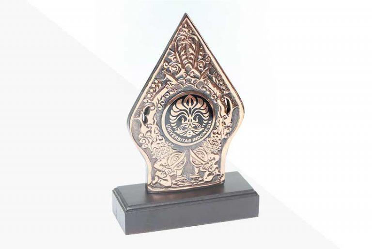 korindo-group-awards-2011-Scholarship-Award-from-the-University-of-Indonesia